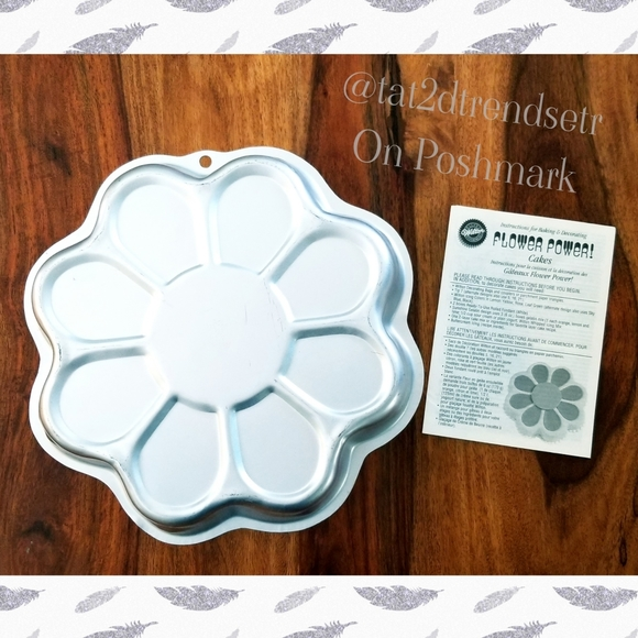 Wilton Flower Power Cake Pan with Instruction Book
